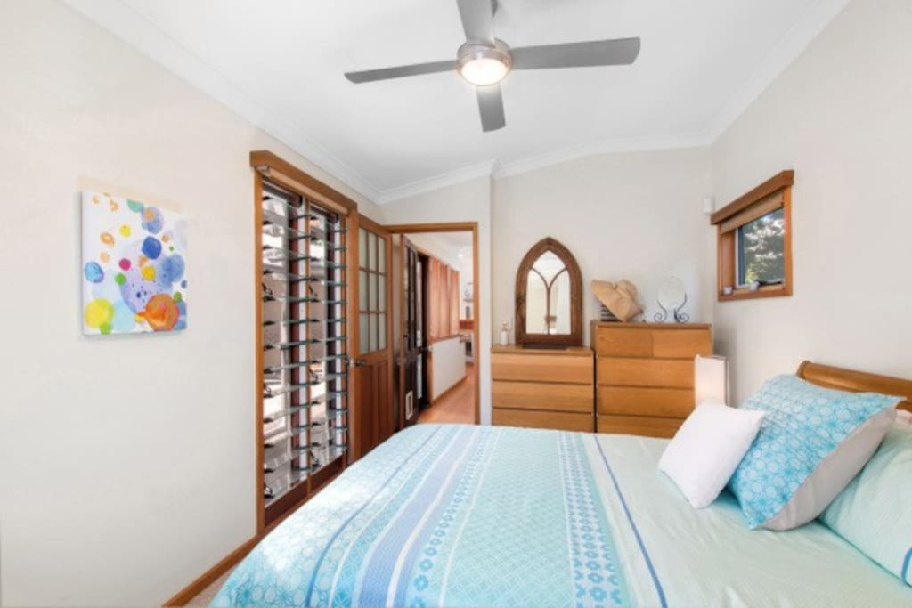 Queen sized room with walk in robe