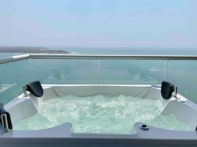 Super Luxury 3 BR Private Jacuzzi!!!