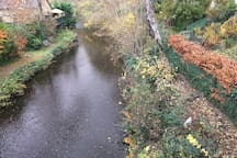 The Water of Leith walkway is a direct connection to the Gallery of Modern Art and the historic Dean Village.