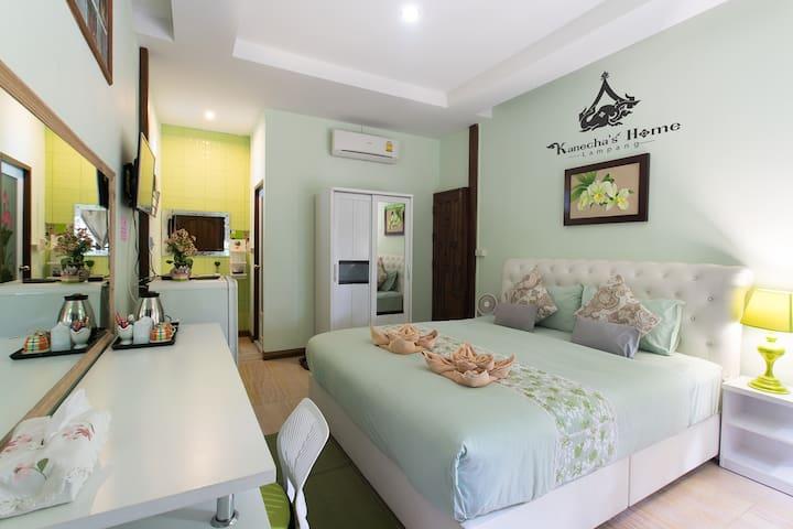 Kanecha's Home Lampang (Deluxe King Room) - Muang - House