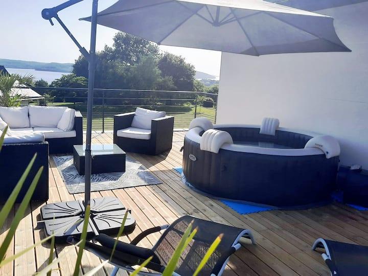 2 chambres PDJ étage privé terrasse vue mer SPA.