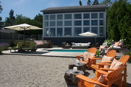 Waterfront Contemporary Beach House, Mountain View