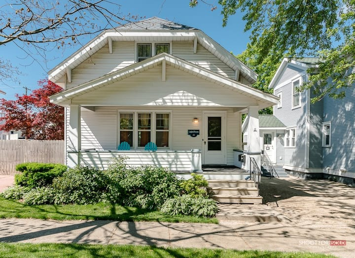 Charming Downtown Grand Haven Home, Suite 2