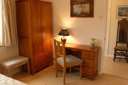 Lovely double room in the Chiltern Hills