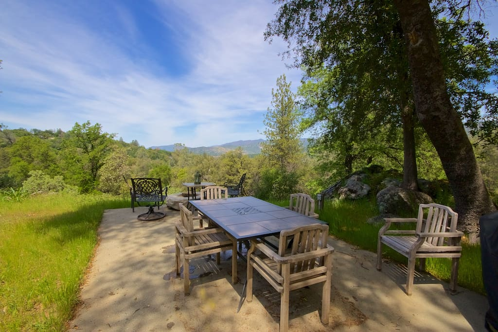 Room for outdoor dining & BBQ
