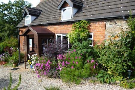 Bank Farm House - Chirbury - Bed & Breakfast
