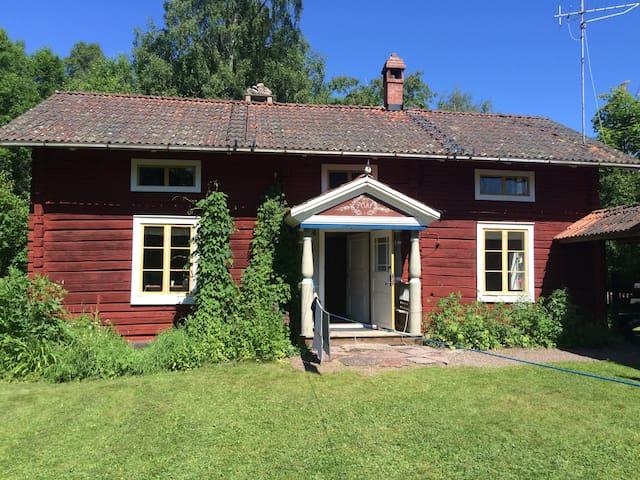 Hyr en vacker Dalagård från 1800-talet i Rättvik