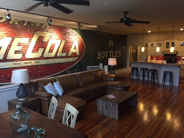 Downtown Anderson -Large 1800 sq ft Loft