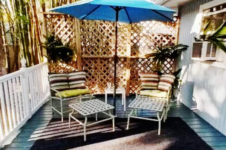 Cozy Private Suite in Historic Home. Winter Garden