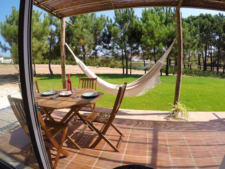 Studioleilighet i Serra do Bouro med tilgang til svømmebasseng, inngjerdet hage og Wi-Fi - 6 km fra stranden