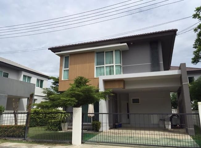3 bedrooms and 3 bathrooms fully furnished house