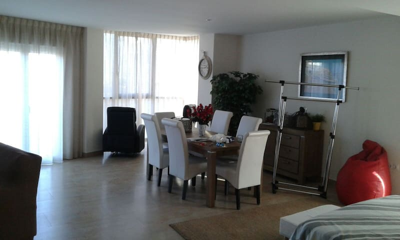 Apartamento en el paseo del pueblo - Vilallonga - Apartamento