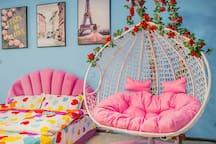 星空之恋》双人吊篮,双人沙发床,大圆床,观景大阳台步行地铁口钟楼鼓楼回民街,德福巷,120寸大投影
