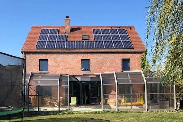 Villa lumineuse avec PISCINE chauffée couverte