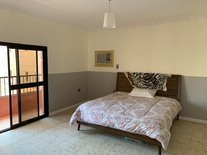 2 Large double bedrooms in comfortable apartment