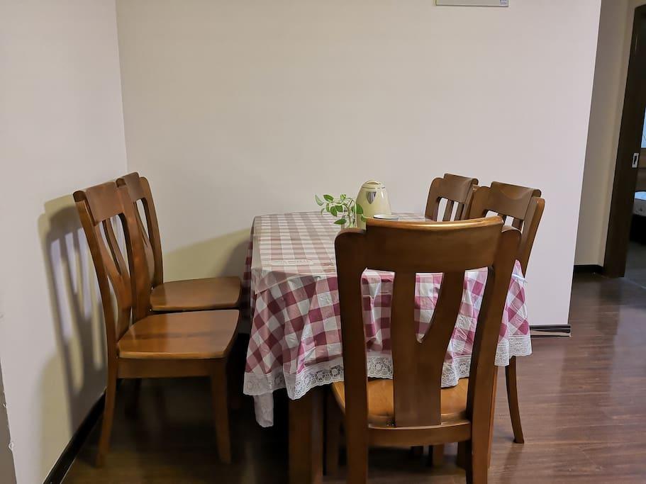 8平六人餐厅
