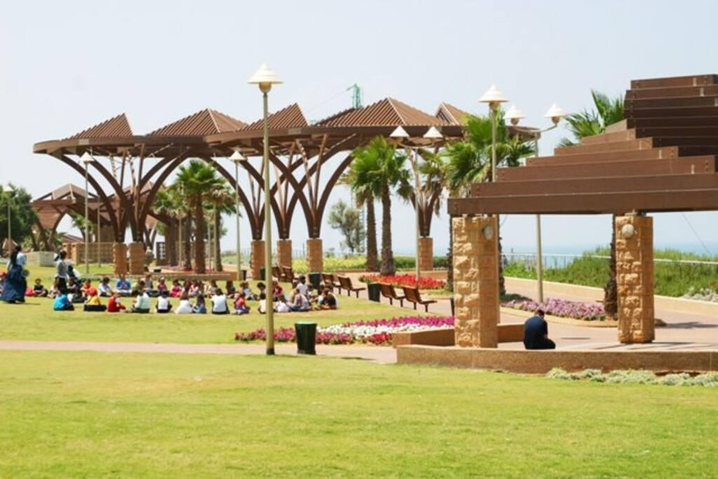 Esplanade of Netanya (7 min by foot)