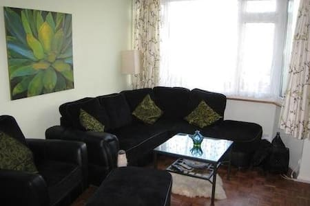 Cosy 2 Bedroom house with garden - Bexleyheath - Casa
