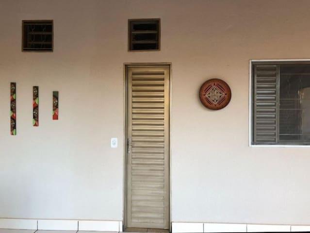 Casa ITACAIÚ centralizada com aconchegante varanda