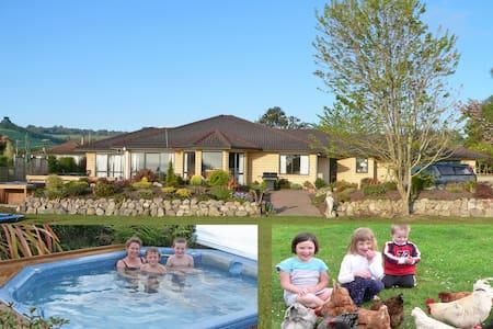 Farm animals & hot spa, still in town boundary! - Rotorua