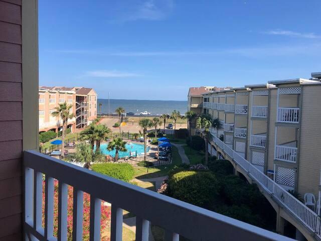 Updated Beachfront Condo-Island Paradise-Galveston