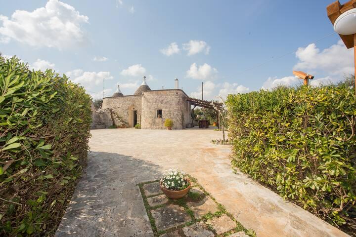 Trulli Francesca Ciclovia Locorotondo Puglia - Locorotondo
