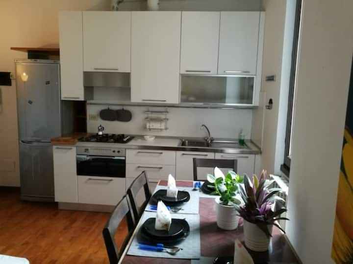 2-rooms apt in the heart of Isola District!