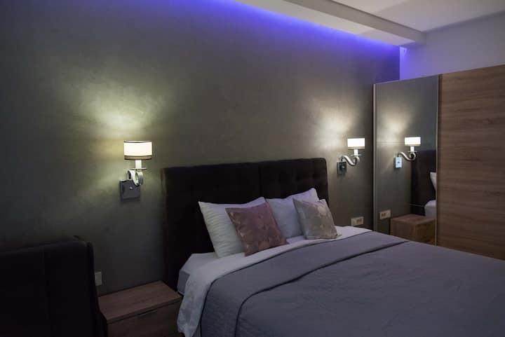 Dvokrevetna soba sa pomoćnim ležajem i kupaonicom