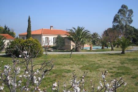 Chambre double avec vue imprenable - Laroque-des-Albères - Maison