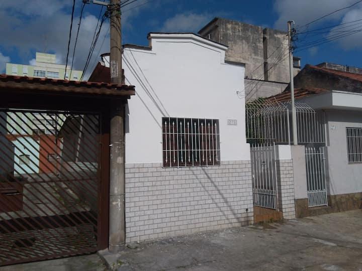 Casa térrea ao lado do Monumento do Ipiranga.