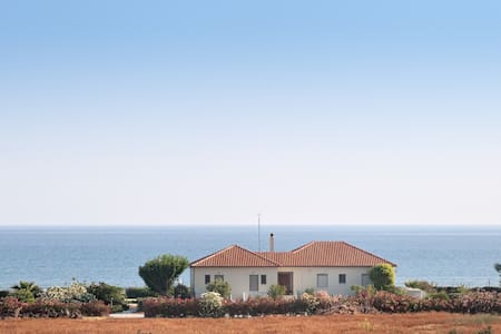 AKTI-Villa  & studios by the beach - Χανιά