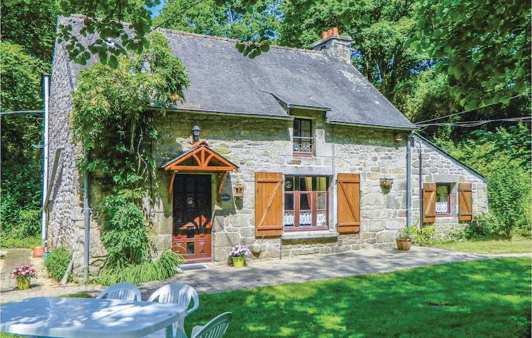 Holiday cottage with 3 bedrooms on 78m² in Guern
