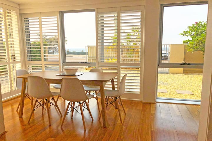 'Mooring One Downstairs', 23 Shoal Bay Rd - Fantastic ground floor duplex with views, WIFI and Air Conditioning