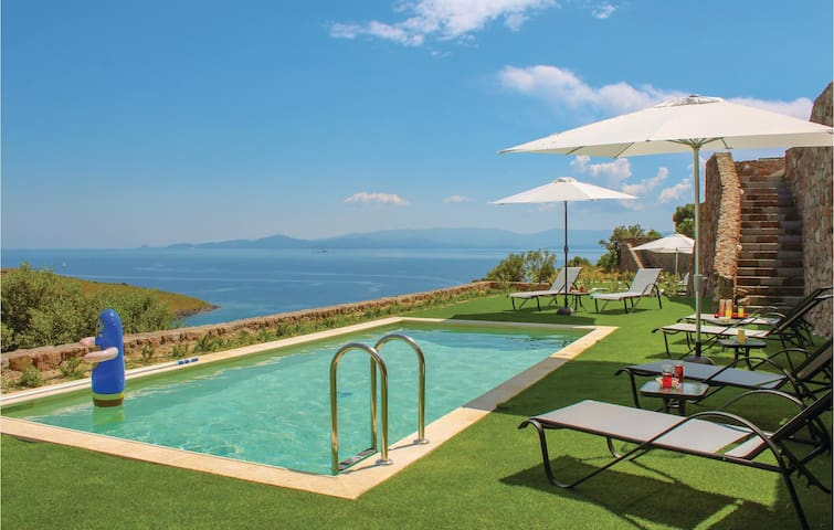 Holiday cottage with 3 bedrooms on 147m² in Aigina Saronic Island