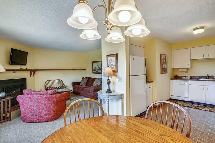 Lodge Condo 9 - Perfect one bedroom getaway!