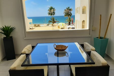 Luxury apartment on the seafront / free wi-fi