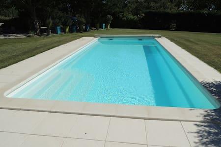Maison avec piscine privée,totalement indépendante - Sarrians - บ้าน