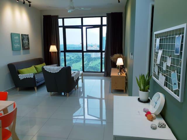 Albert Conezion@IOI Resort City, Golf View Netflix