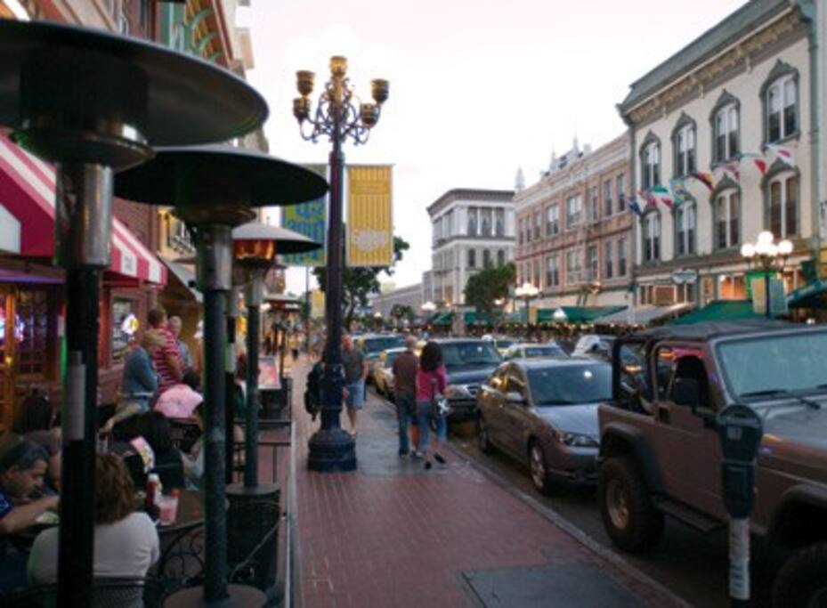 Downtown restaurants and bars