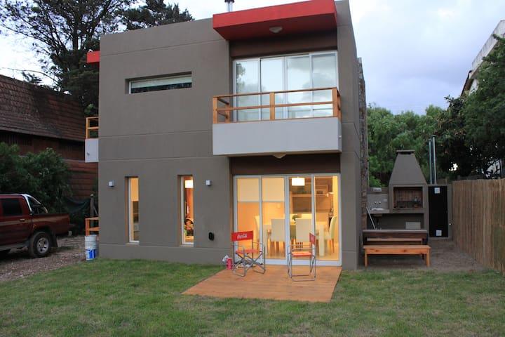 CASA DE PLAYA  Calle 307 entre 201 y 205 GESELL - Villa Gesell - House