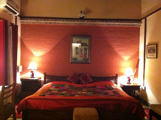 The Kothi, Grand bedroom with balcony (Vadha Kmra)