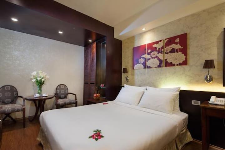 Deluxe room in the Old Quarter Hanoi