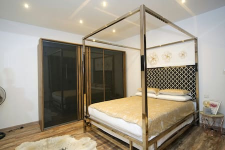 Modern flat close to Valletta (sleeps 8)