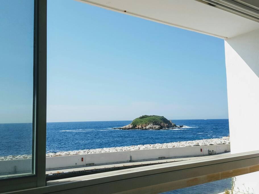 et sur l'Île Rousse, juste en face de nous