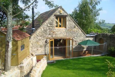 Contemporary Eco Cottage on a Farm close to Bath