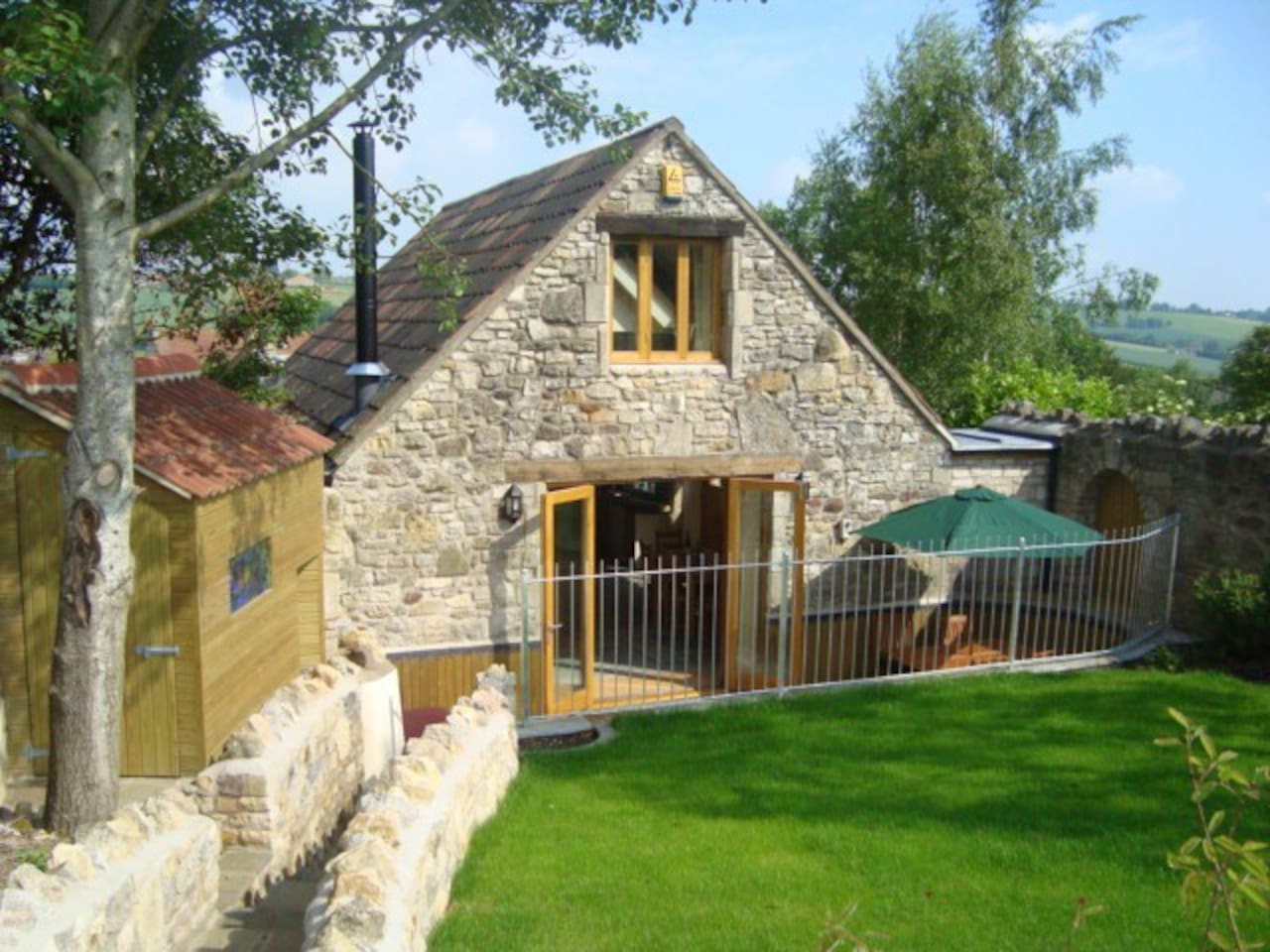 Cottage with private entrance, patio and garden