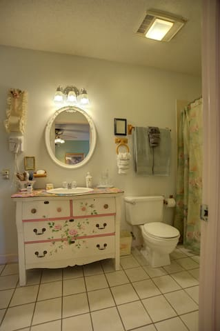 Ramsey Cascades Bathroom