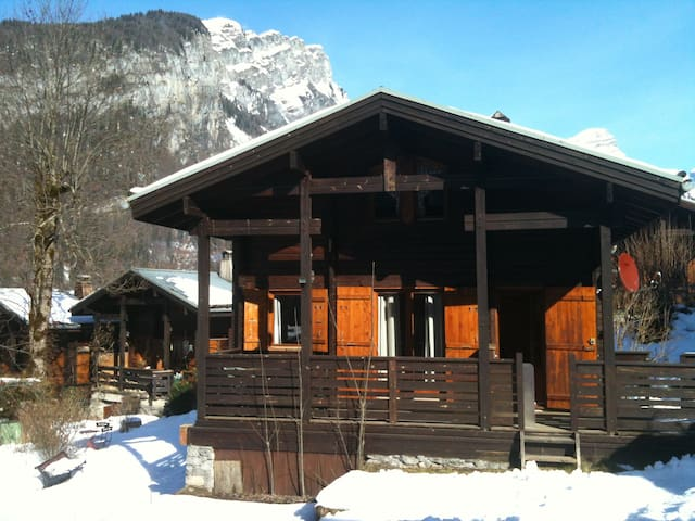 Little chalet next to the piste