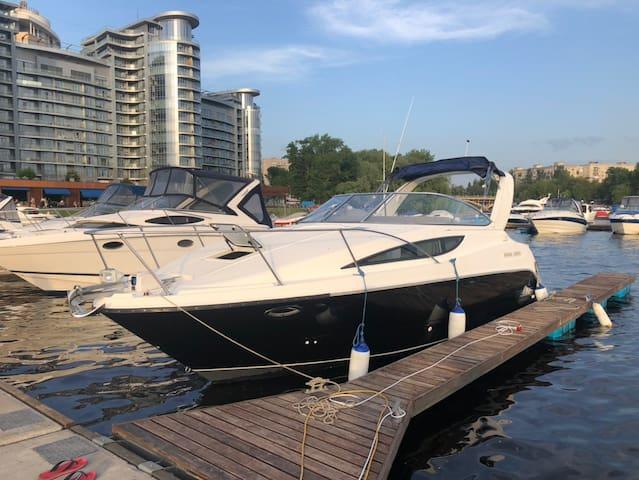 Яхта Байлайнер 32