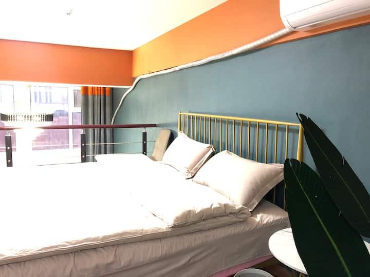 爱马仕|泰华中百商圈,腔调复式影音大床,双空调,豪华床垫